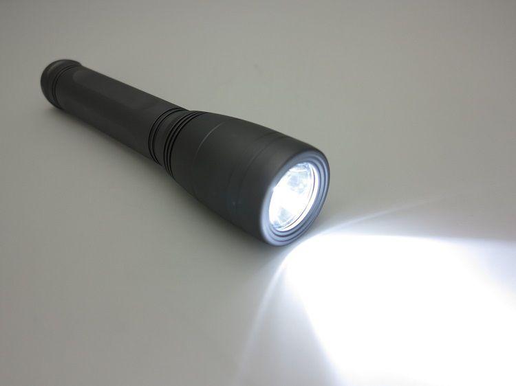 Výkonná svítilna LED 17, 1000 lumenů na 3 malé buřty (C). NTEC